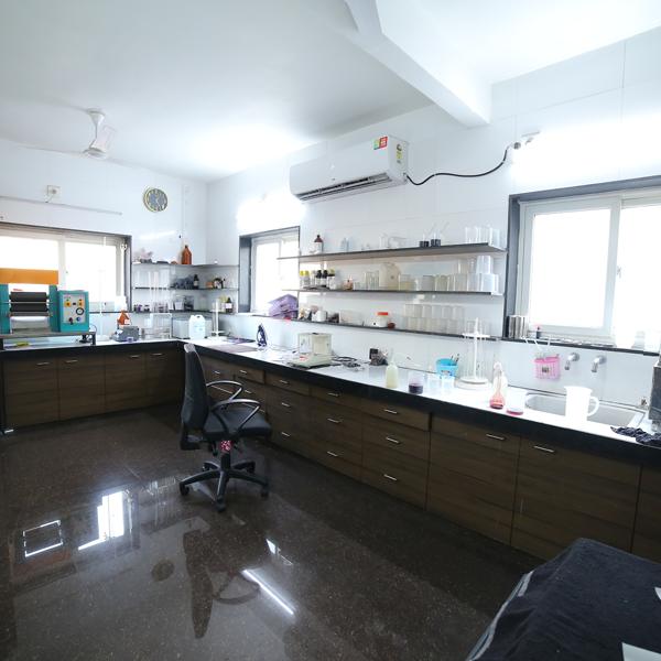 آزمایشگاه کنترل کیفیت زیبادانه
